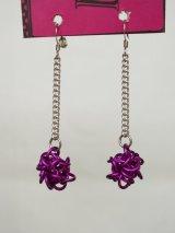 紫のピアス